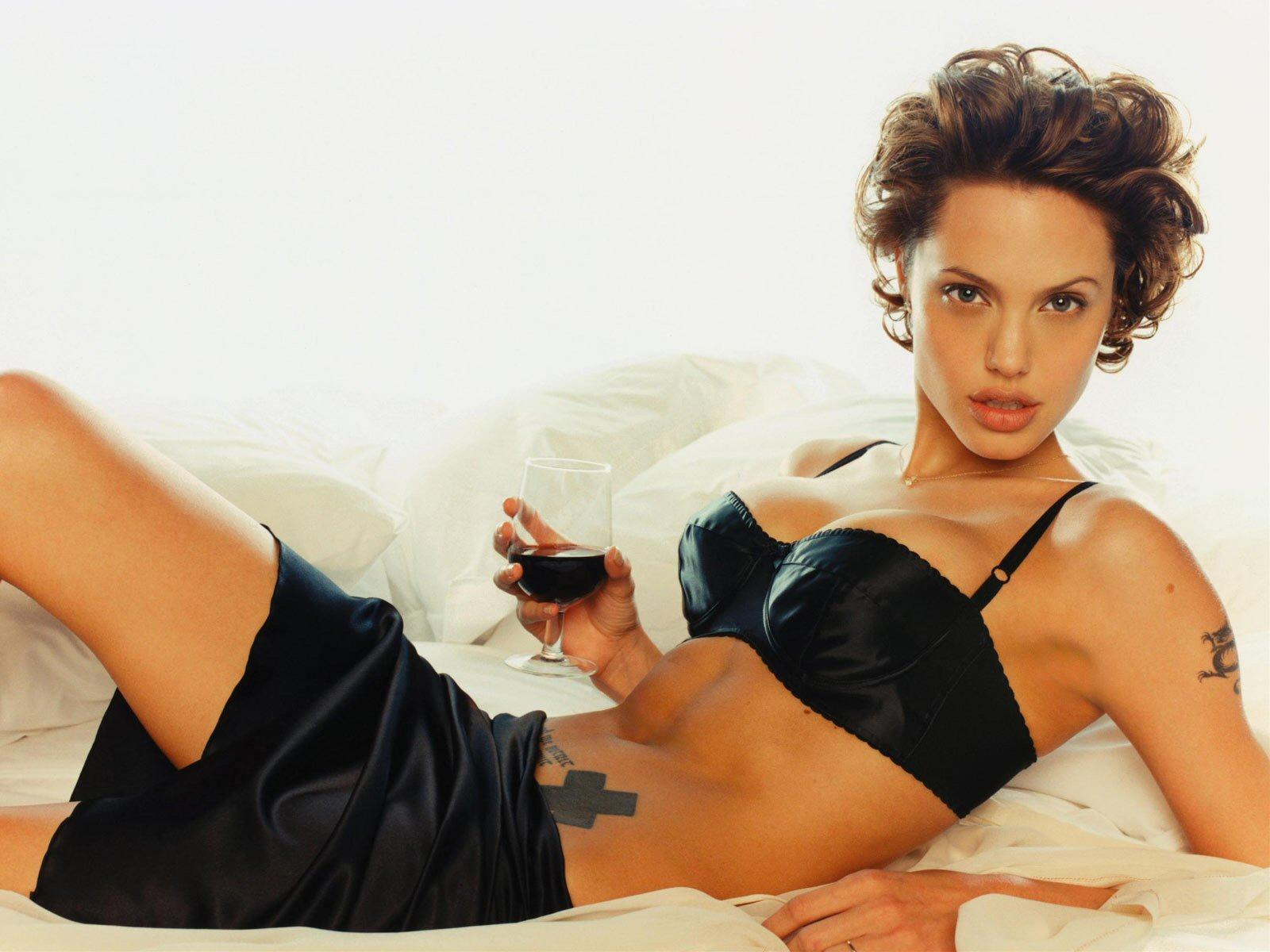 Angelina Jolie, peligrosamente sexy
