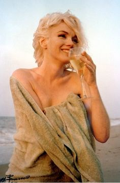 Marilyn Monroe beach wine
