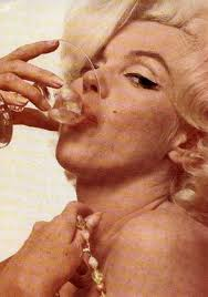 Marilyn Monroe Drink wine