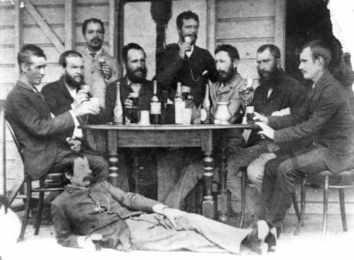 Men in Winton 1895 drinking