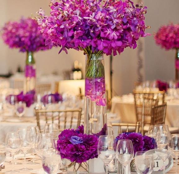 Mor düğün çiçek dekorasyon şarap