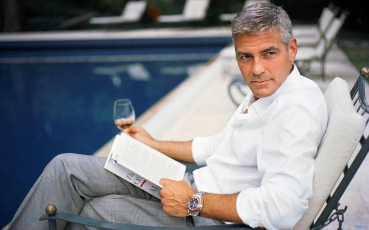George Clooney dricka vin