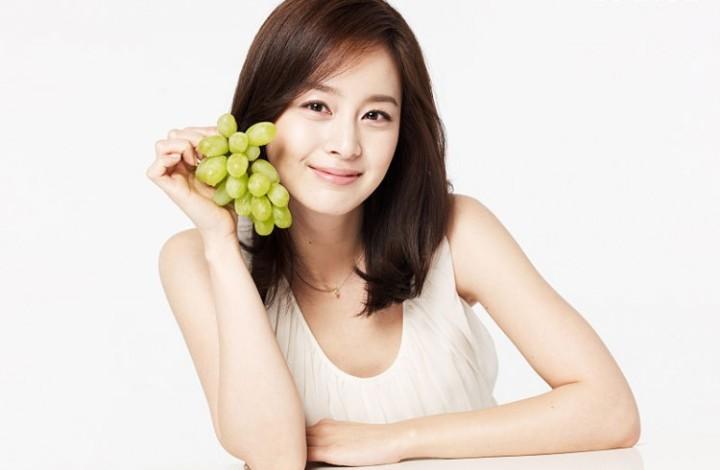 Kim Tae Hee grapes.jpg
